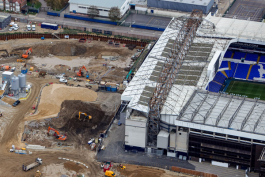Фанат «Вест Хэма», работающий на стройке стадиона «Тоттенхэма», заложил в здание шарф «молотобойцев»