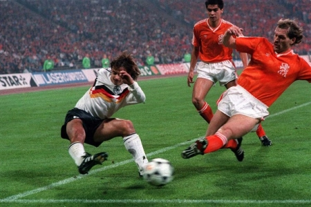 Выстоят ли голландцы в матче с немцами?