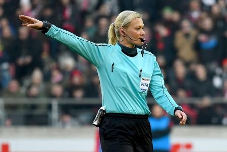 Матч 17-го тура бундеслиги обслужит женщина-арбитр