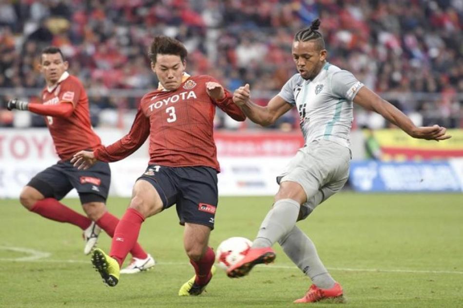 Проявят ли себя легенды мирового футбола в Японии?