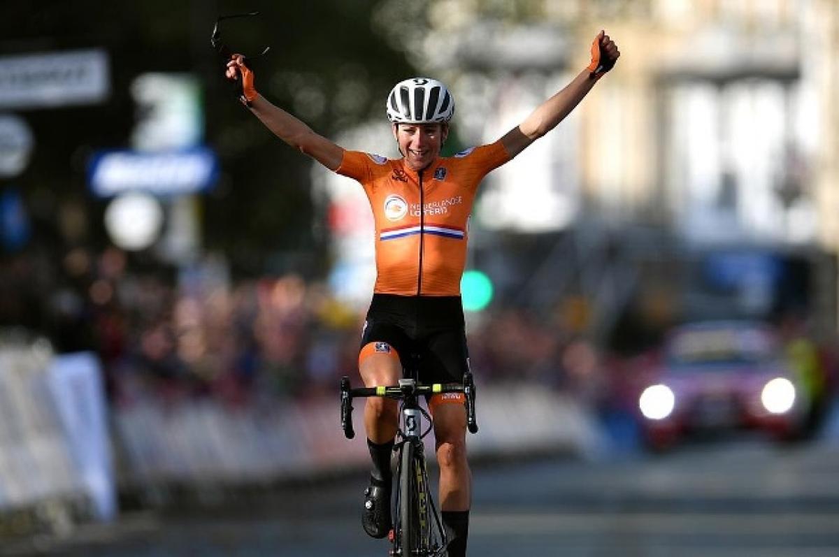 Аннемик Ван Влётен выиграла чемпионат мира из одиночного 105-километрового отрыва