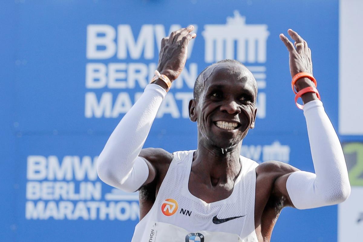 Элиуд Кипчоге - первый человек, пробежавший марафон быстрее 2 часов