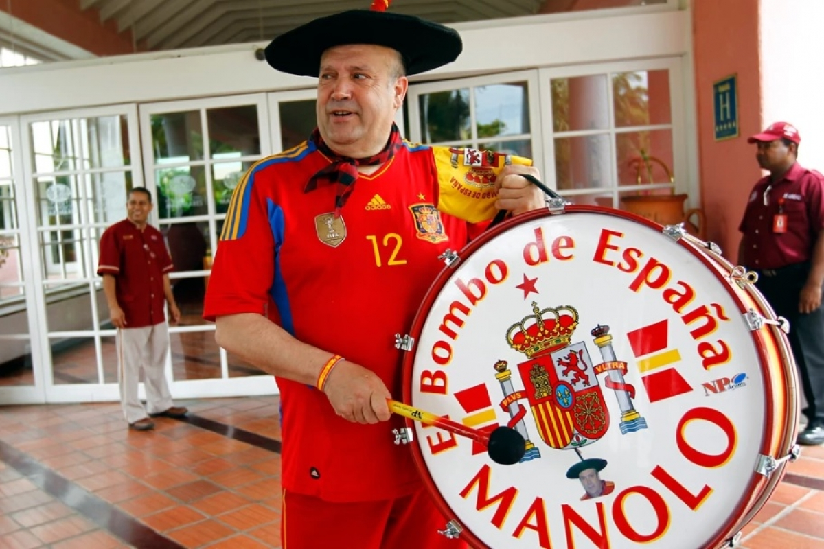 Легендарный Маноло вынужден продать свой барабан