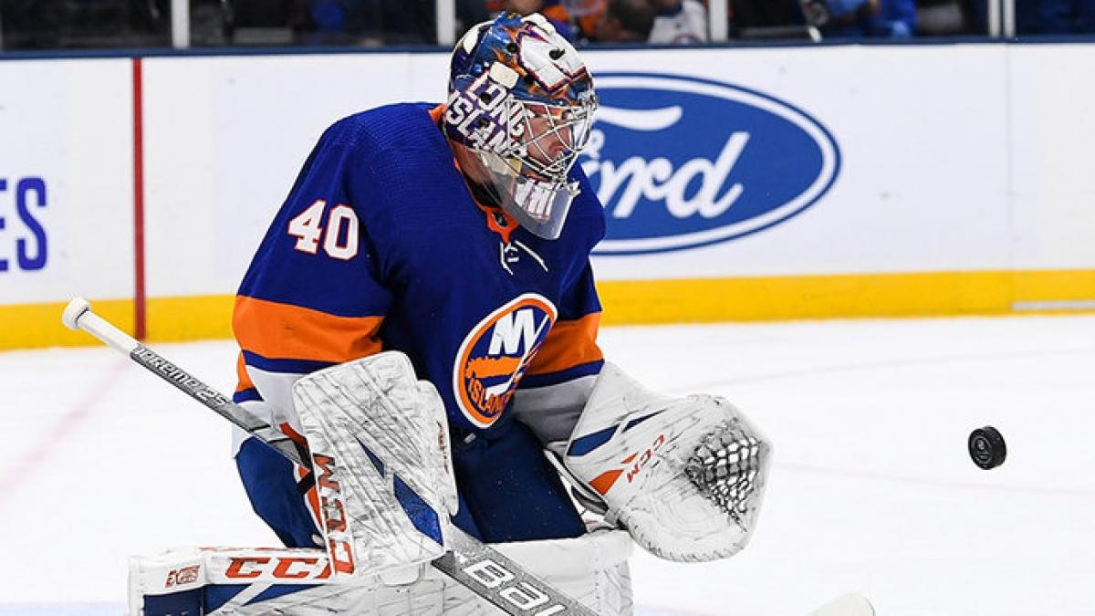 Семён Варламов признан второй звездой дня в НХЛ