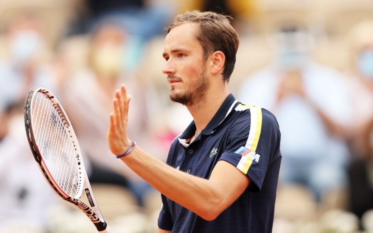 Медведев не сумел пробиться в полуфинал Открытого чемпионата Франции