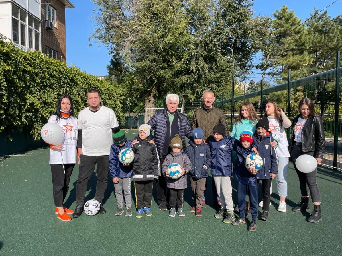 «Лига Ставок» подарила футбольную площадку воспитанникам Азовского центра помощи детям